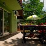 06-Green House Divcibare Kuca Smestaj Apartmani-Velika Terasa Ka Jugu Prizemlje Pogled Ka Stazi