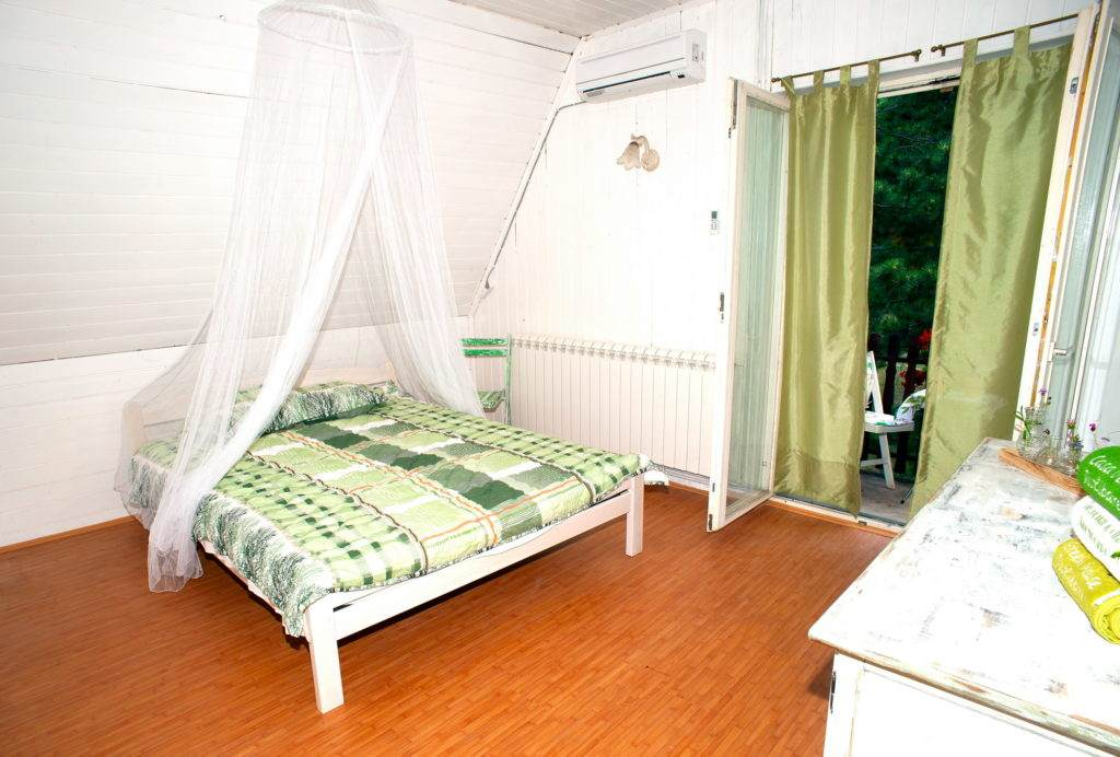 12-Green House Divcibare Kuca Smestaj Apartmani-Sprat Soba Jug Sa Ulaza