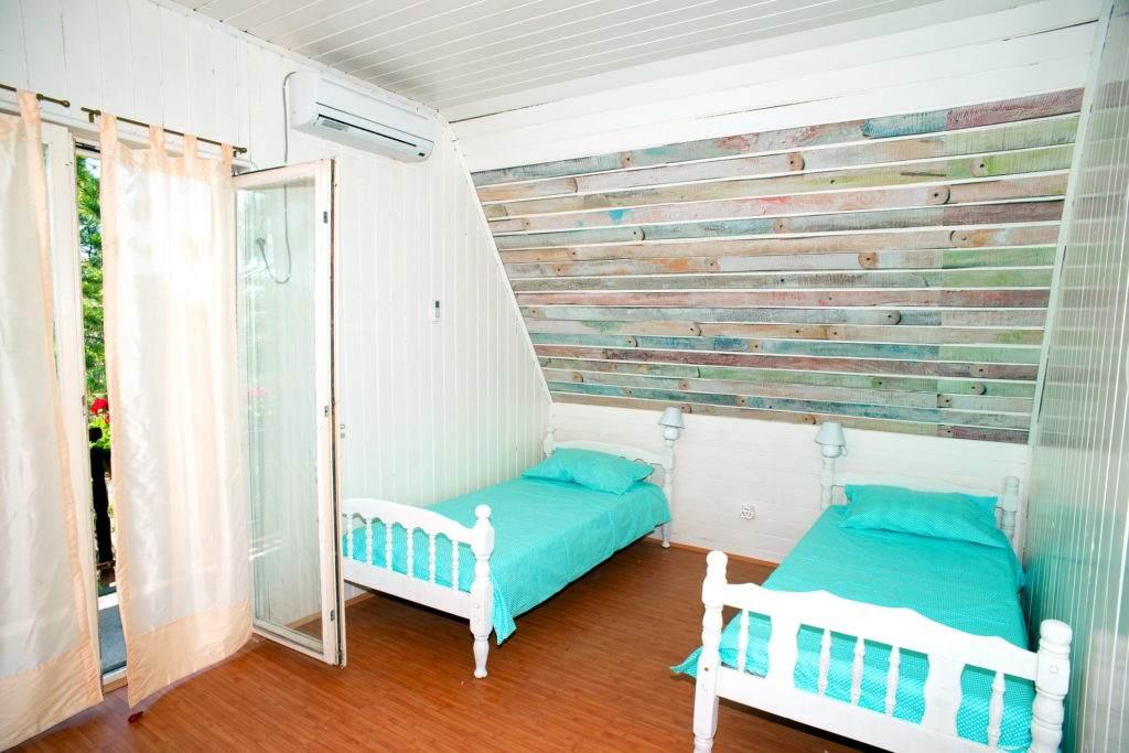 21-Green House Divcibare Kuca Smestaj Apartmani-Sprat Soba Sever Sa Ulaza